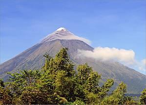 *Майон, стратовулкан высотой 2462 метра над уровнем моря, – это часть Тихоокеанского огненного кольца