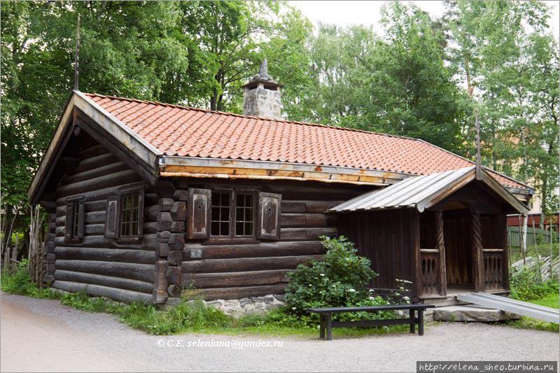 17. Жилой дом со ставнями середины XVIII века (№ 121).