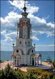В византийских традициях создан возвышающийся над храмовым куполом крест, что выражает вселенское единство. *