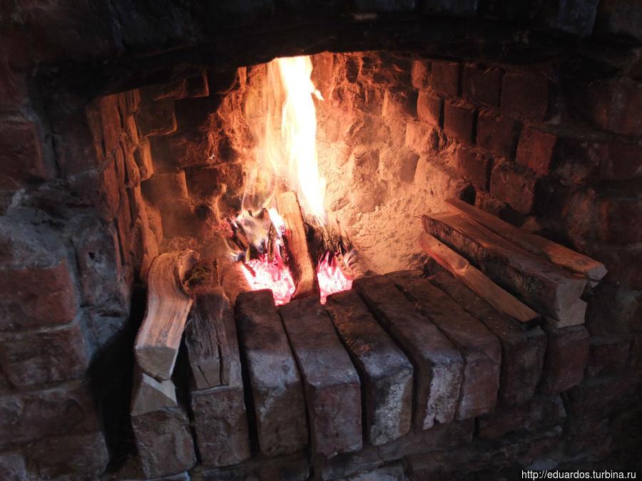 И летом можно попросить развести огонь