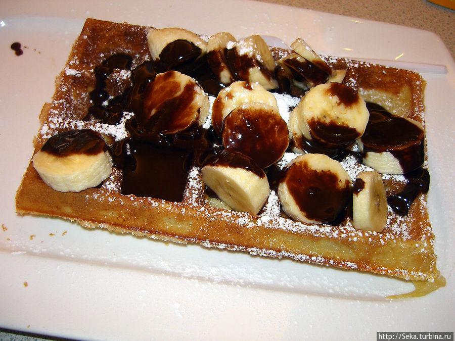 Мой заказ: вафли с бананами и шоколадом