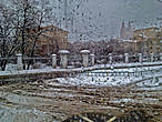 Снег везде и имеет совершенно неповторимую гамму цветов — бежевых, коричневых, серых, и очень редко — идеально белых...