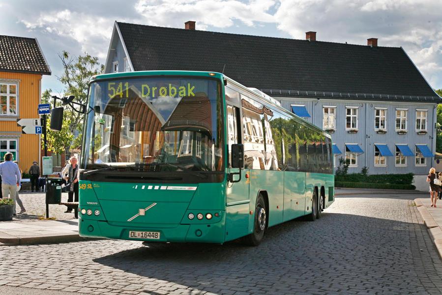 В дни работы парка, часть автобусов получают номер 541х и следуют только до TusenFryd