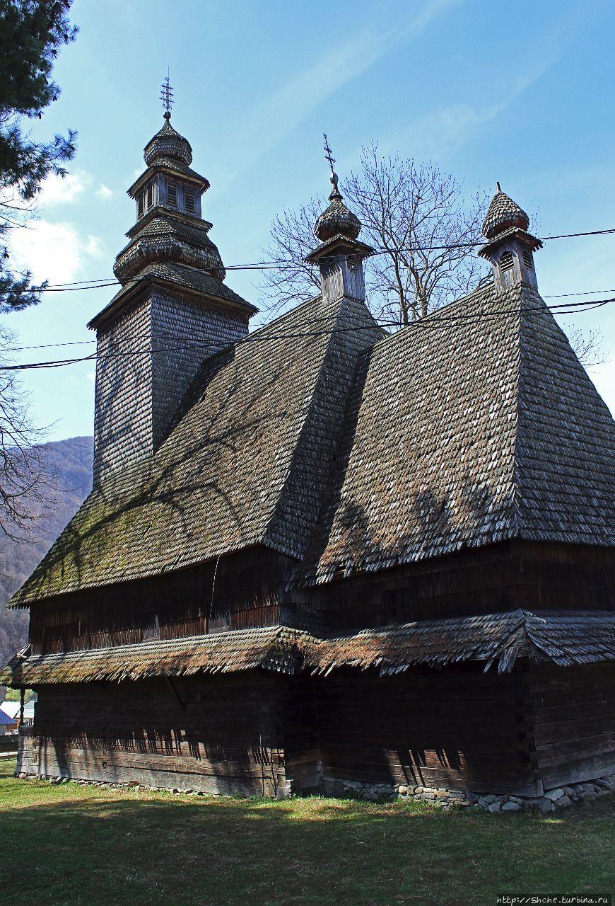 Деревянные церкви Карпат. Церковь Святого Духа в Колочаве