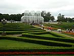 Ботанический сад с его аллеями во всей своей красе.