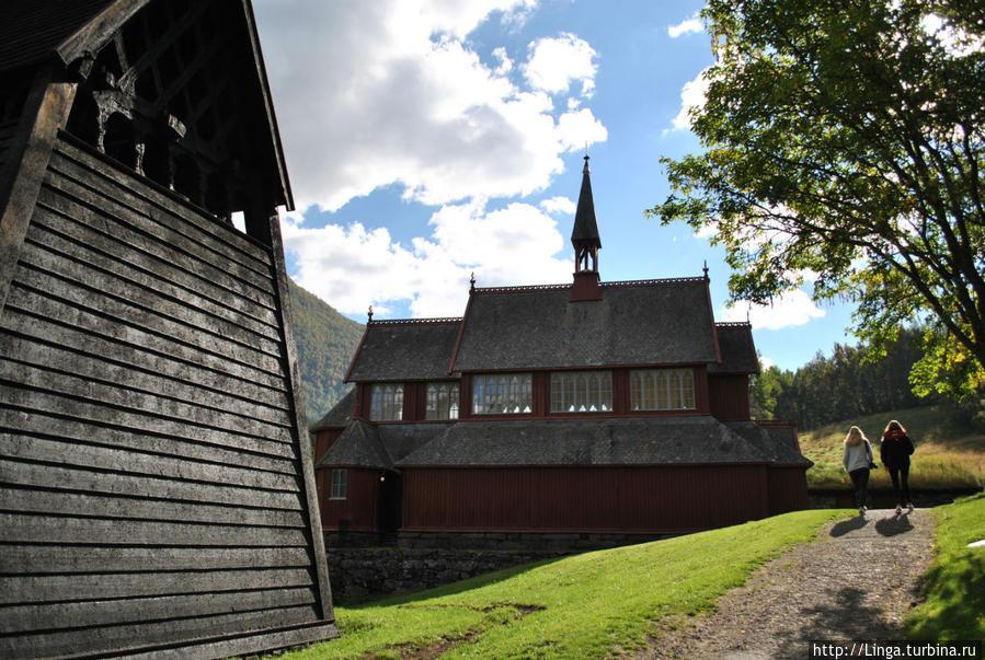 Чуть дальше – церковь, построенная в 1868 году.