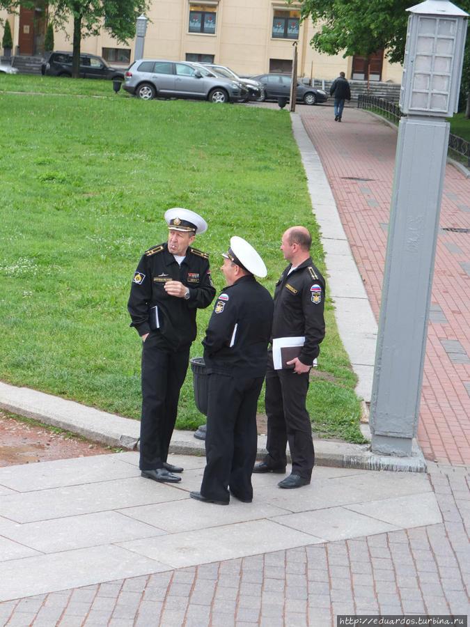 Офицеры-моряки-педагоги на перекуре)))
