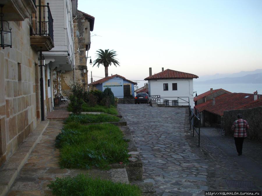 Городок с наляпистыми оранжевыми домиками.. Ластрес, Испания