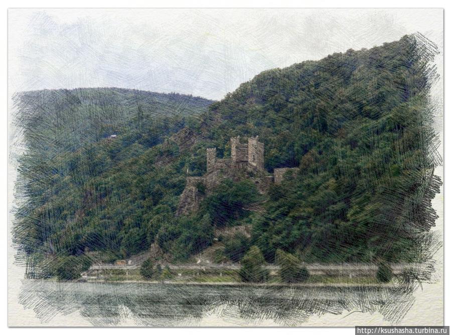 Ещё один таможенный замок Рейнштайн. Он очень старинный — выстроен приблизительно в девятисотом году, а выглядит прекрасно. Всё потому, что в 1825 году его приобрел принц Пруссии Вильгельм Фридрих и полностью восстановил. Так Рейнштайн стал первым отреставрированным замком на Рейне Земля Рейнланд-Пфальц, Германия