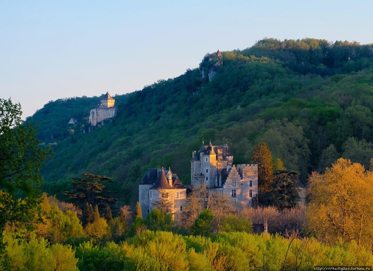 Над Дордонь-рекой в замках кружеве Бенак-э-Казнак, Франция
