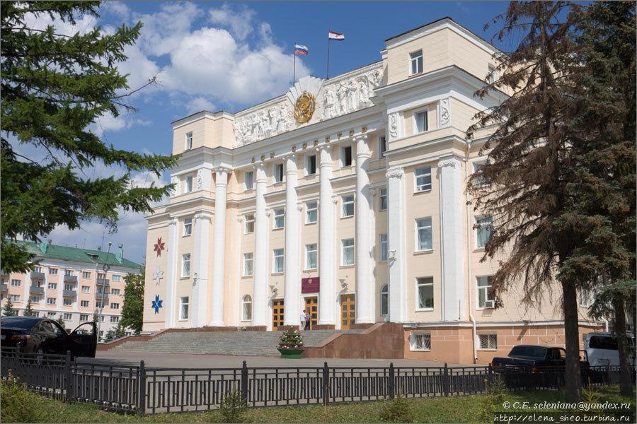 8.Дом Советов.