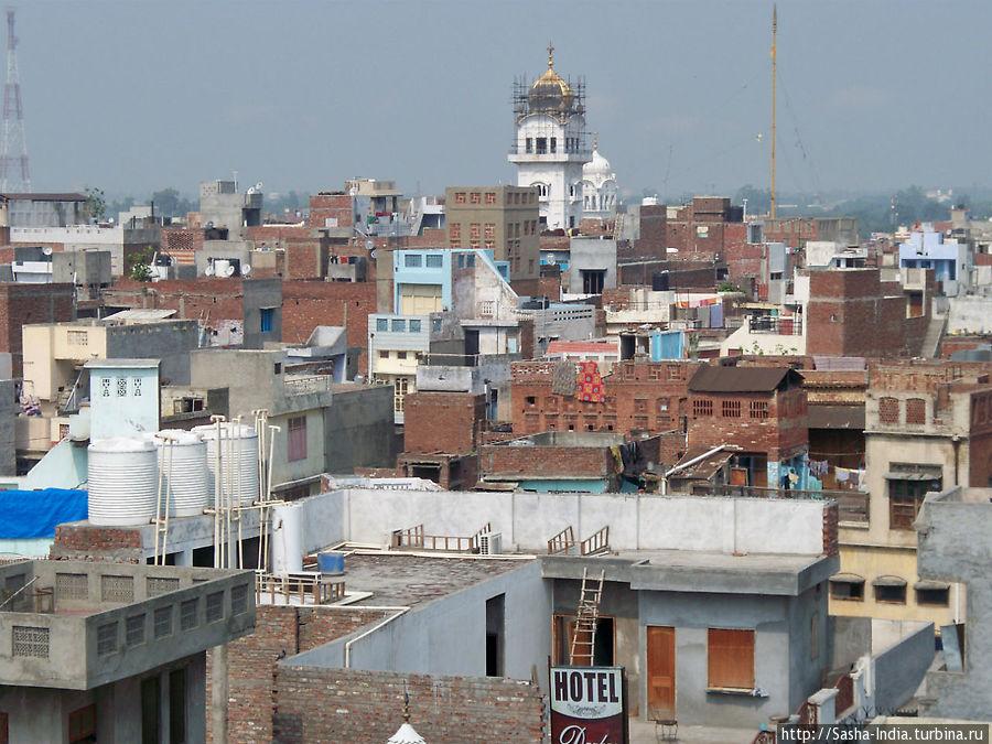 Вид с крыши N.R.I. Yatri Niwas
