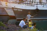 На городской косе для водных судов по вечерам собирается полгорода. Несмотря на запрещающие надписи о строжайшем запрете на рыбную ловлю и купание с косы, именно этим местные жители и приходят заниматься.