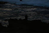 возвращаясь к машине увидали одинокий женский силуэт  на фоне темного моря...