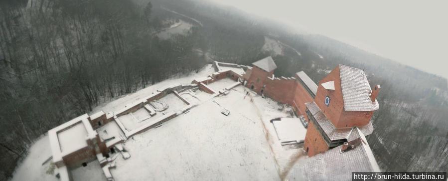 Турайдский замок. Последний является ровесником Силгудского замка, Турайдский замок основан в 1214 году, в основном замок служил резиденцией Рижского епископа. В 1776 году страшный пожар разрушил замок, так нам и остались разве что развалины. Сигулда, Латвия