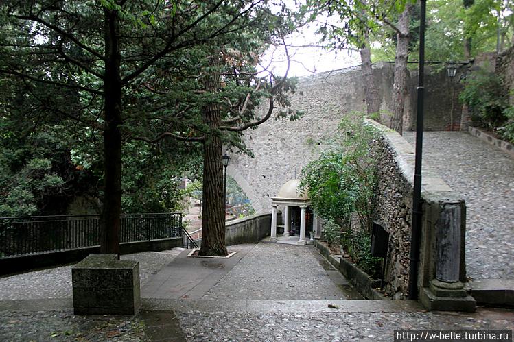 Спуск к пещере Св. Франче