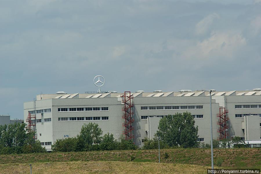По соседству — корпуса завода