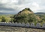 Но не отказали себе в удовольствии немного подняться на скалу, чтобы увидеть окружающую храмы красоту
