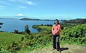 Вид на самое крупное озеро и вулканы Осорно и Комбуко