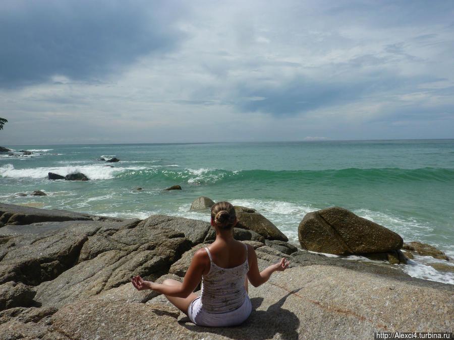 камни у кафешки с левого края пляжа