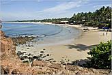 Такой вид на пляжи, откуда мы пришли, открывается со стен форта Агуада... *