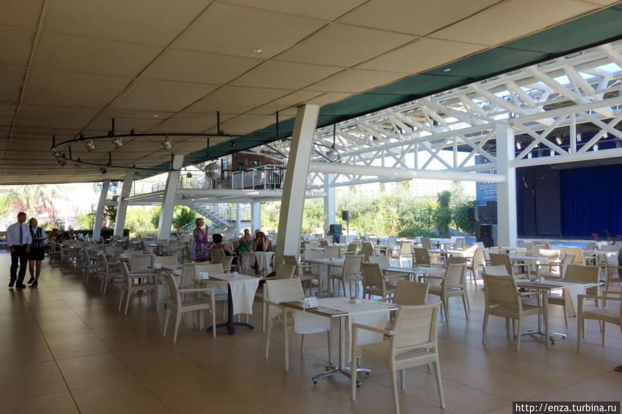 Ресторан у моря (Food court)