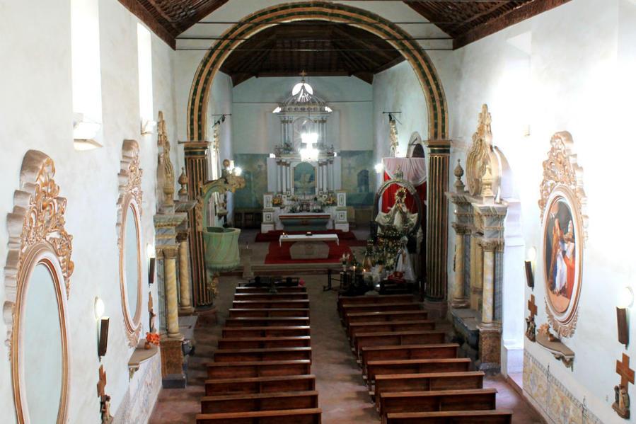 внутри главного помещения храма