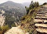 И хотя карабкаться в гору не приходится, везде есть ступени, но идти по ним — не самое легкая задачка