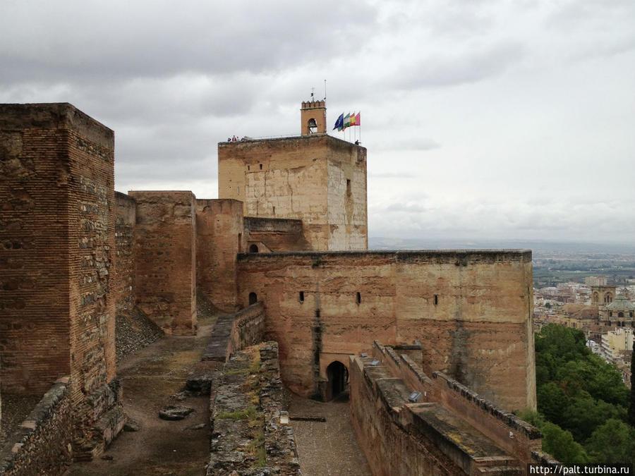 Крепость Алькасаба. Виды Гранады с ее башен просто потрясающие