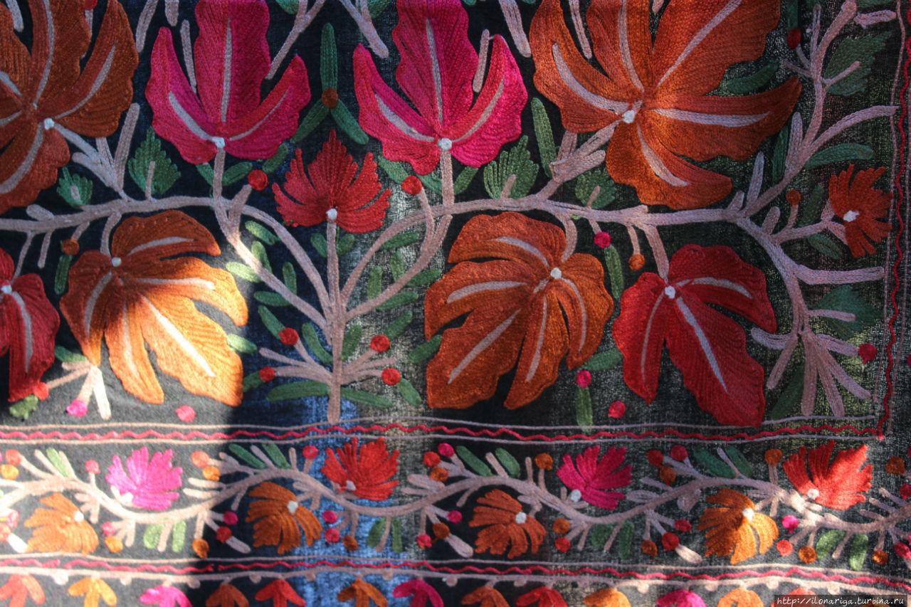 Краски индийского базара Дели, Индия