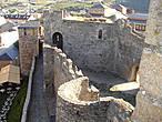 Двор цитадели. Вид со стены, по которой мы поднимаемся в угловую башню замка.