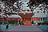 Прибыв в город, быстро заселились в отель Helikon,который находится на берегу озера Балатон и отправились в Хевиз