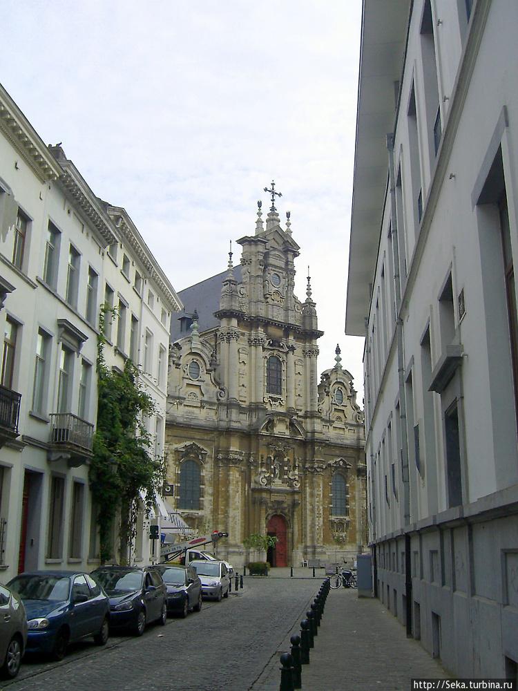 Вид на церковь со стороны