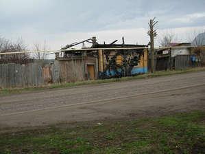 Кому то  не  повезло,  домик  явно  попорчен  пожаром.