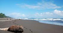Сейчас январь, и поэтому берега пусты