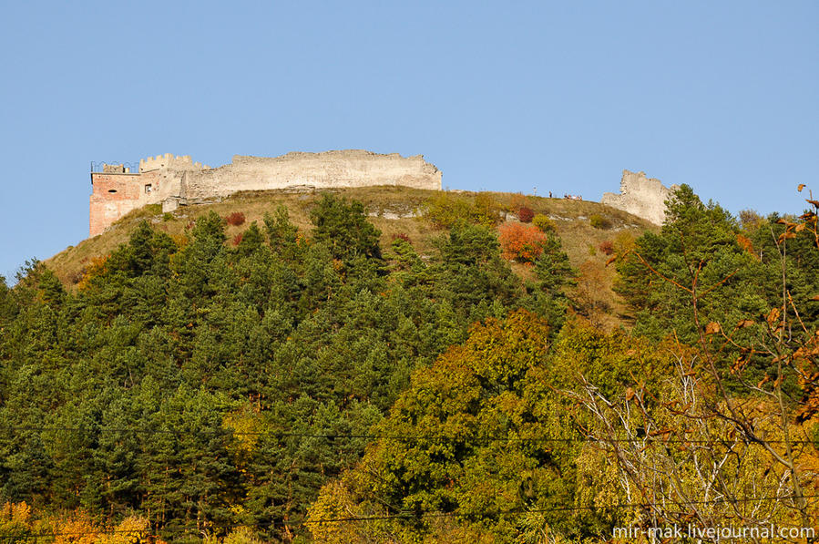 Кременецкий замок заметен с любой точки города, так как расположен на самом верху горы Бона. Своим названием гора обязана княгине Боне Сфорца, получившей в подарок замок и близлежащие территории от своего мужа — польского короля и литовского князя Сигизмунда Первого Старого. Кременец, Украина