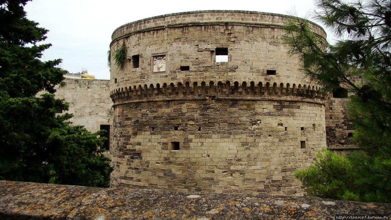 Замок (Castello Aragonese) Таранто, Италия