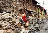 Строительным материалом для домов служат камни, благо их здесь много