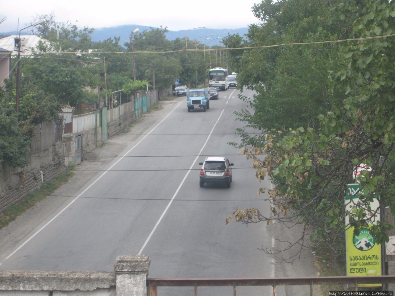 Прогулка по бедноватому городу в центре Грузии Хашури, Грузия