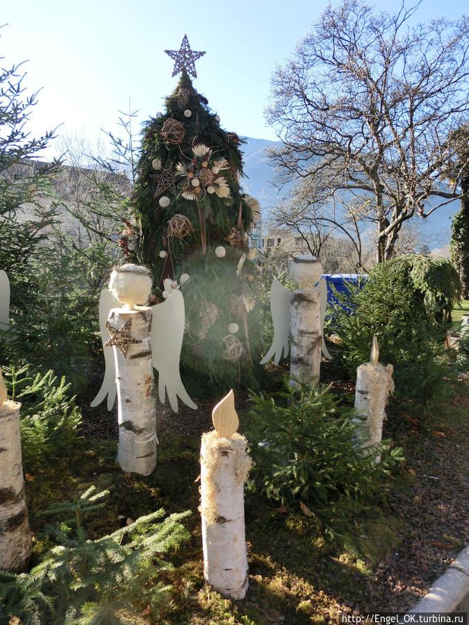 рождественски украшенный кусочек Мерана