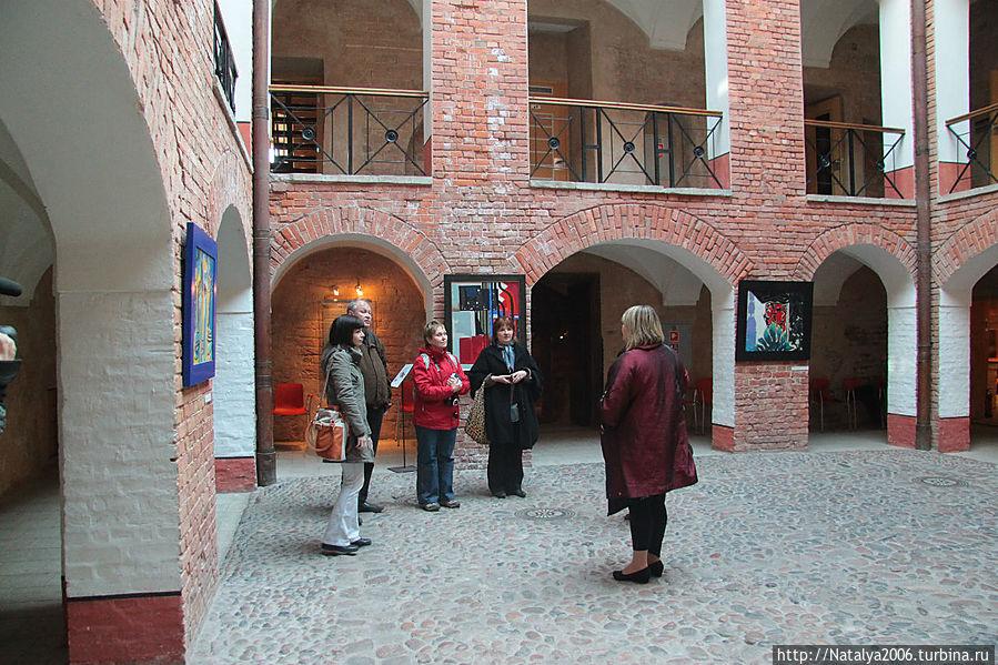 Внутренний двор замка (теперь крытый).