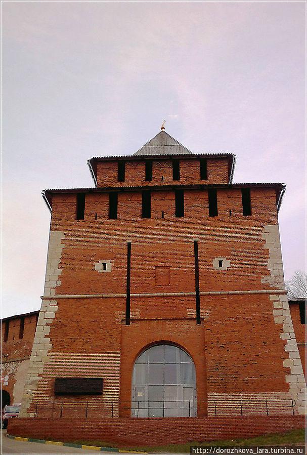 Из ворот Ивановской башни выходило Нижегородское ополчение на освобождение Москвы от интервентов, в ней и расположился музей