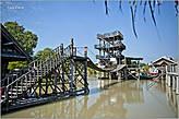 Любят тайцы всякие конструкции на воде возводить... *
