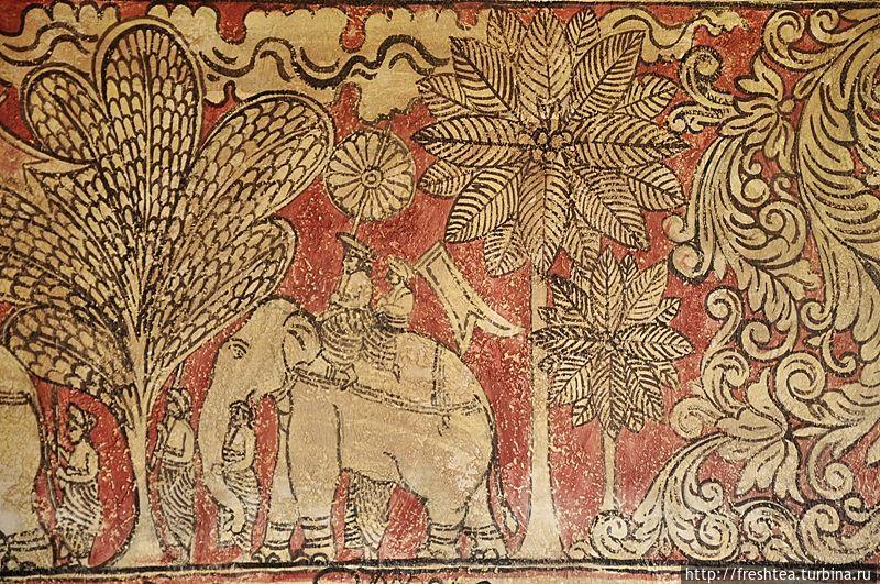 Росписи стен в ресторане — в стиле древних фресок, украшавших постройки королевской резиденции сына Датусены — Касьяпы, что больше известна как