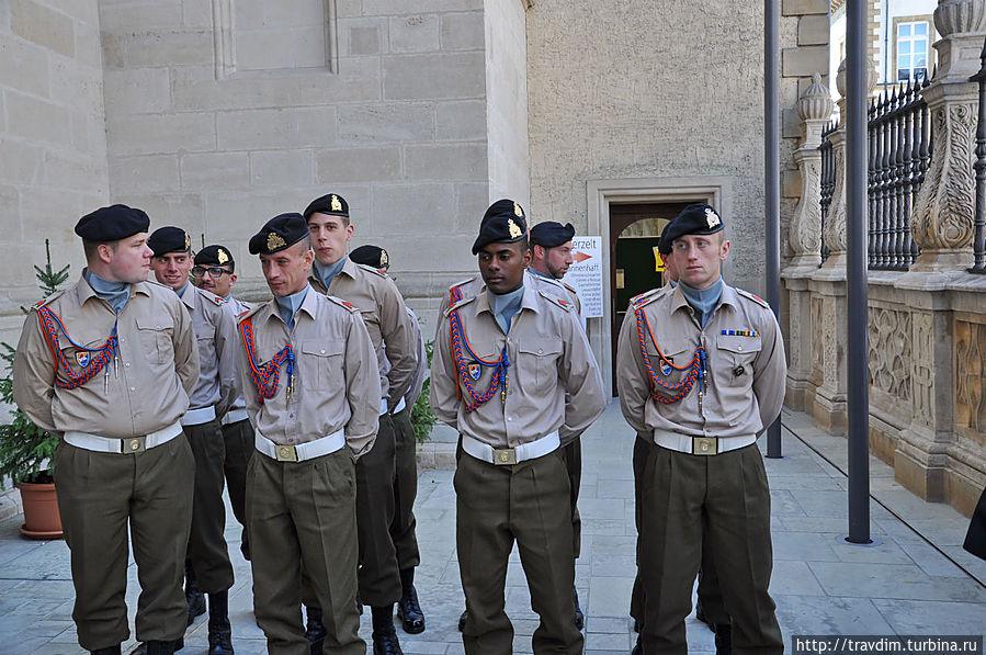 Армия Люксембурга охраняет вынос чудотворного образа