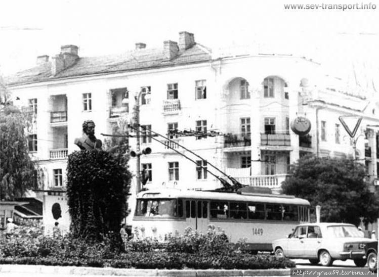 Памятник Пушкину (фото из