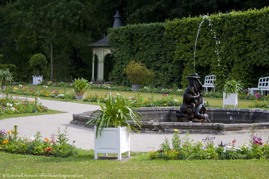 Фонтаны перед Старым дворцом (нем. Altes Schloss).