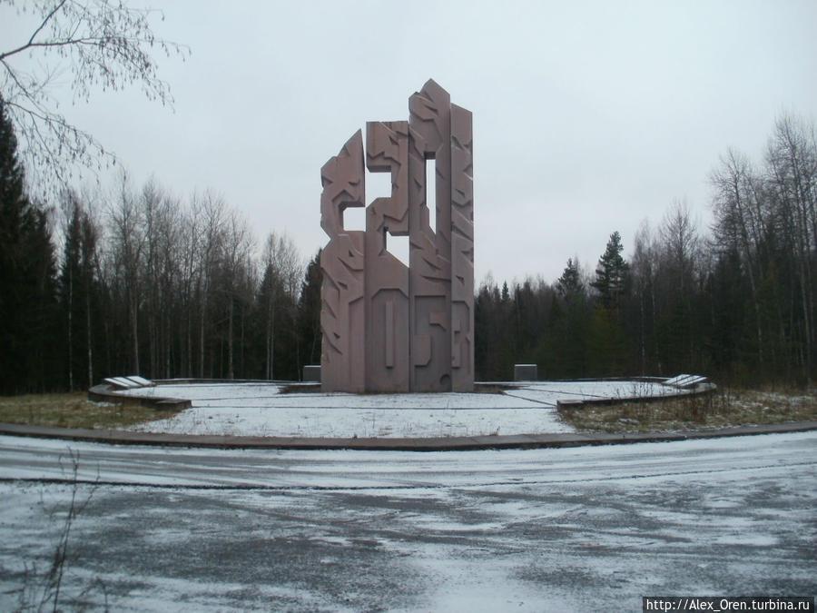 Новый памятник поставили в 1990-е годы.