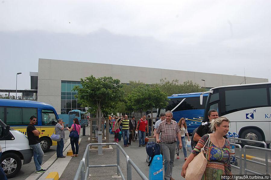 Прилетевшие в Ларнаку 19 мая 2013 года
