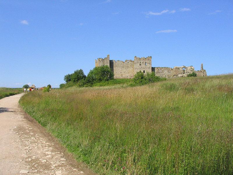 Замок летом